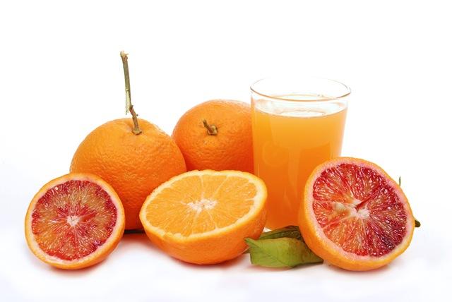 Como remover manchas de sumo de frutas