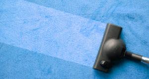 limpeza de carpetes sujas com liquido