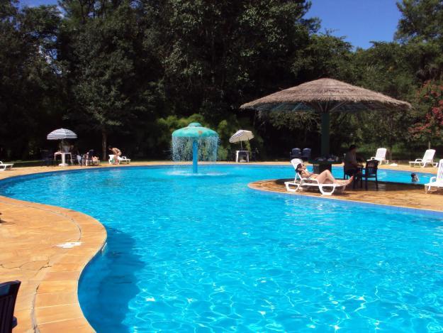 Limpeza de gua de piscinas remover manchas e diccas de limpeza - Agua de piscina ...