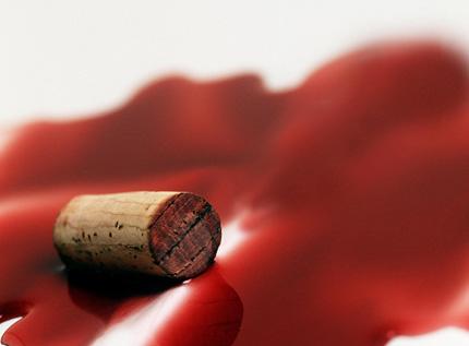 Como remover manchas de vinho