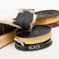 Como tirar manchas de graxa de sapatos em roupa, tapetes, tecidos, móveis e outras superfícies