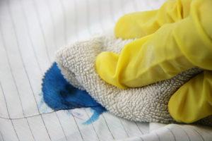 remover manchas de tinta da roupa e tecidos2
